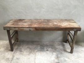 Stoere oude (vergrijsd vergrijsde )hout houten sidetable buro bureau klaptafel doorleefd industrieel markttafel landelijk hout metaal