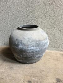 Oude grijze poederachtige pot Bolbuik kruik landelijk sober stoer kruikje potje vaas