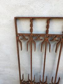 Gietijzeren hek rek ornament paneel rooster lijst gietijzer roest landelijk industrieel