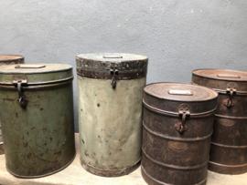 Gave oude metalen blik trommel prullenbak prullenbakje voerton  ton tonnetje vat trommeltje ton tonnetje met deksel industrieel landelijk vintage retro urban