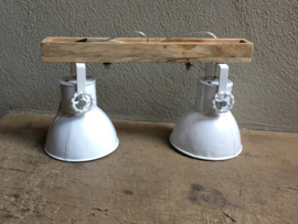 Industriële metalen houten hanglamp urban wandlamp plafondlamp 2 witte kappen spot spots metaal verstelbaar landelijk stoer vintage