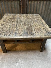 Oud vergrijsd houten salontafel bijzettafel mooie nerf vierkant 95 x 92 x H46 cm hout landelijk industrieel robuust oud hout vintage sidetable Licht hout
