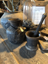 Landelijke industriële oude ijzeren metalen roest metaal roestbruin industrieel keukengerei oud vijzel vijzelpot