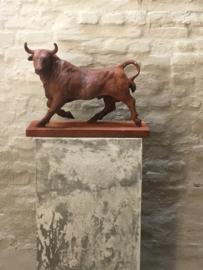 imposant gietijzeren beeld stier bull tuinbeeld of voor binnen industrieel landelijk