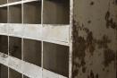 Grote metalen vakkenkast industrieel stoer grutterskast landelijk keukenkast metaal wit witte 190 x 119 x 41 cm kast sorteerkast vakken vakjes servieskast postkast