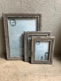 Stoere grijze grijs oud oude vergrijsd houten fotolijstjes L  landelijk vergrijsde fotolijst vintage fotolijstje lijst lijstje landelijk
