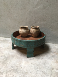 Leuk gekleurd grinder tafeltje decoratie turqouise landelijk vintage schaal op pootjes