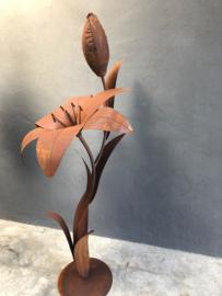 Grote metalen bloem met open en gesloten knop 155 cm tuinornament tuinbeeld tuindecoratie roest lelie tulp roest groot
