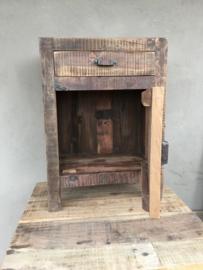 Oud vergrijsd houten nachtkastjes nachtkastje landelijk vergrijsde deurtje lade laatje industrieel metalen greepje beslag