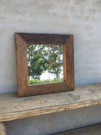 Stoere zeer grove robuust vergrijsd houten railway sloophouten mooie diepe nerf grof robuust spiegel landelijk stoer oud hout 60 x 60 cm