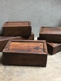 Stoere oude houten theedoos spicebox theebox tea box kruidendoos landelijk robuust oud hout