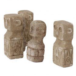 zandstenen poppetjes pop popje poppetje amall stone stenen statue ornament sober landelijk beige