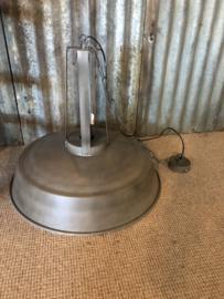 Grote grijs beige taupe hanglamp industrieel landelijk stoer fabriekslamp