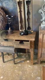 Stoer oud houten sidetable tafel ladekast wastafel 136 x 46 cm wastafelmeubel keukenblok kookeiland grove nerf dressoir sidetable werkbank bureau landelijk stoer robuust vergrijsd hout kookeiland keukeneiland wandmeubel 3 lades
