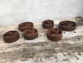 Zware metalen theelichten groot industrieel robuust theelicht theelichtje kandelaar roest katrol wiel voet vintage metaal