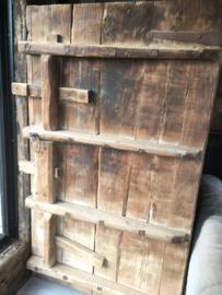 Oude vergrijsd houten Chinese deur deuren poort poorten wandpaneel decoratie renovatie Luiken Wandpaneel tafel tafelblad luik paneel stoer landelijk met origineel oud beslag