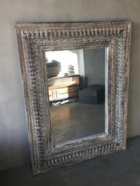 Grote houten spiegel met bewerkte houtsnijwerk 130 x 100 cm spiegel passpiegel landelijk vintage Oosters hout crème beige grijs