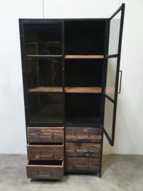 Grote industriële metalen kast vitrinekast ijzer landelijk industrieel zwart 2 deuren met glas 6 grof houten laden