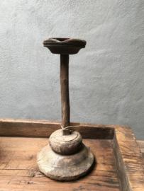 Oude houten kandelaar stoer landelijk