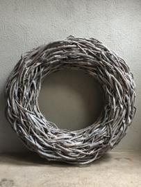 Thick crazy vine krans 85 cm vergrijsd rough landelijk stoer grijs