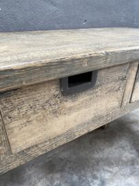Stoere vergrijsd houten sidetable wandtafel sideboard  wasbaktafel haltafel landelijk Julia stoer grof hout stoer industrieel metalen grepen 136 x 46 x H81