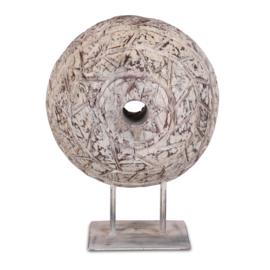 Uniek groot houten wiel tandwiel katrol spoel ornament bewerkt  (molensteen grinder)  eye-catcher industrieel stoer landelijk vintage ornament op statief, zeer indrukwekkend