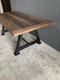 Stoere industriële tafel eettafel dining table zwart gietijzeren onderstel met houten blad 240 x 100 x H76 cm