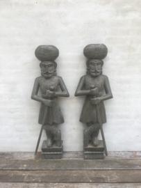 Prachtige groot handgemaakt houten beeld beelden torso buste soldaat man bewaking bewakers beveiliging wachter deurwachters entree welkomst poortwachter grijs grijsgroen 120 cm