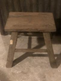 Oude stoer kruk, stoer hout, robuust, landelijk