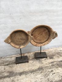 Oude houten schaal ornament op statief standaard pin landelijk stoer sober chique urban industrieel hout