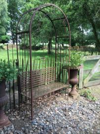 Smeedijzeren liefdesbankje tuinbank tuinbankje rozenboog klimplant landelijk loveseat brocant rozentuin
