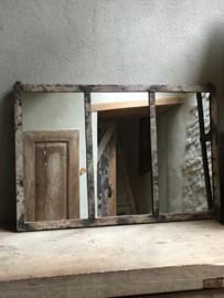 Grote spiegel in stalraam, spiegel industrieel grijs metaal beige stalraamspiegel landelijk industrieel kozijn venster grijs beige