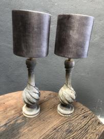 Oud vergrijsd houten lamp lampjeTafellamp Levi compleet met kapje landelijk sober stoer