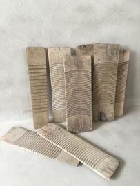 Oud vergrijsd houten wasbord wasplank wasplankje schrobbord  wasbordje plank wasborden decoratie oude landelijke boeren gerei keukengerei