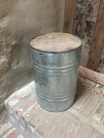 Metalen kruk krukje industrieel stoer blik ton vat vintage Bohemian chique bijzettafeltje metaal rond zuil sokkel pilaar grijs