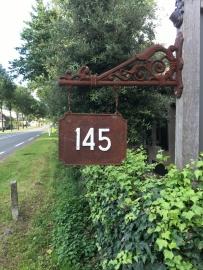 Bruine gietijzeren cijfers nummers  strak recht huisnummers huisnummer 123  roestbruin