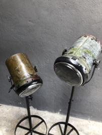Oude metalen lamp staande lamp vloerlamp industrieel