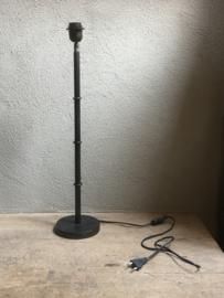 Metalen lampje lamp lampevoet lampevoetje pucket zink zinc Zwart landelijk sober stoer industrieel