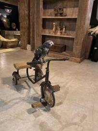 Originele oude metalen fiets kinderfietsje driewieler skelter trapauto trapfiets trapwagen speelgoed kind vintage industrieel brocant antiek oud landelijk sleets