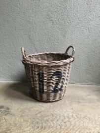 Vergrijsd rotan rieten mand basket 12 landelijk stoer industrieel brocant