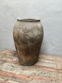 Prachtige grote oude kruik olijfpot landelijk stoer stenen vaas pot steen