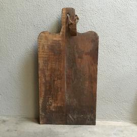 Stoere dikke landelijke grote brede oude houten broodplank snijplank kaasplank grof stoer landelijk