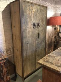 Grote vergrijsd houten kast 2 deurs landelijk sober stoer grijs hout 200 x 100 x 40 cm