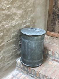 """""""Oude"""" metalen """"zinken?"""" ton tonnetje prullenbak vuilnisbak olievat vat kruk bijzettafel voorraad blik trommel industrieel vintage  bakje ton rijstton graanton rijstbak vat emmer met deksel"""