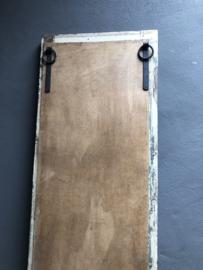 Oud kozijn met spiegel venster stalraam stalraamspiegel landelijk industrieel vintage