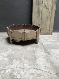 Oud wit beige naturel grinder tafeltje 62 x 22 cm  stoer vintage bak schaal op pootjes