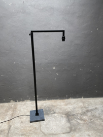 Gave grote zwart metalen lamp met hardstenen voet lampevoet landelijk stoer industrieel zwart grijs