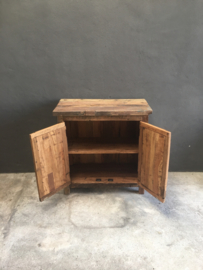 Oude houten commode dressoir kast kastje wandmeubel truckwood railway hout oud houten