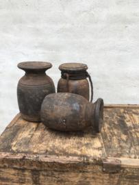 Stoere vintage doorleefd vergrijsd houten pot potten robuust grof oud landelijk urban Nepal doorleefd