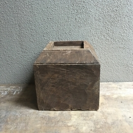 Stoere robuuste oude houten poer kandelaar ornament landelijk blok industrieel vintage stompkaars sober